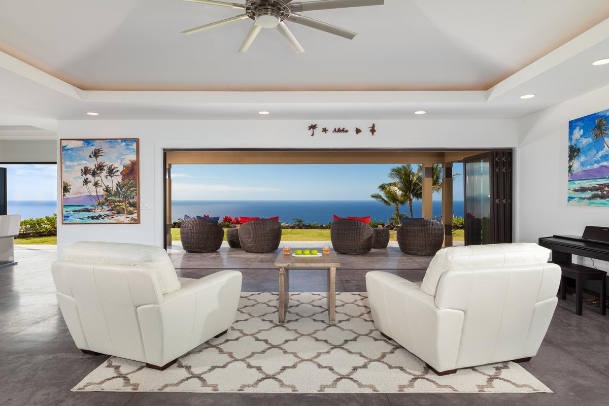 Luxury real estate Contemporary Luxury in Bayview Estates