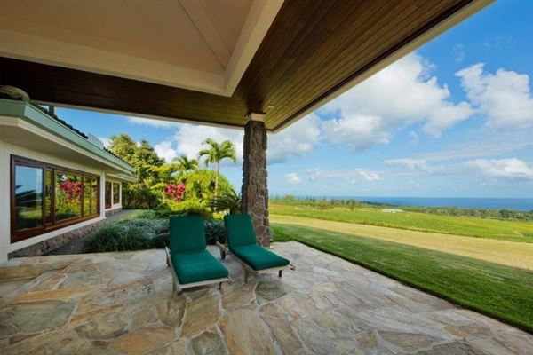 Modern Design with pacific ocean views in EAst Hawaii mansions