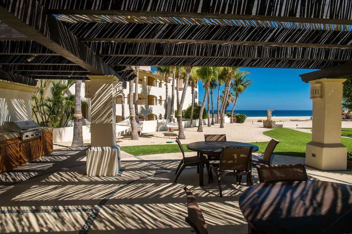 Luxury homes in penthouse style beachfront condo