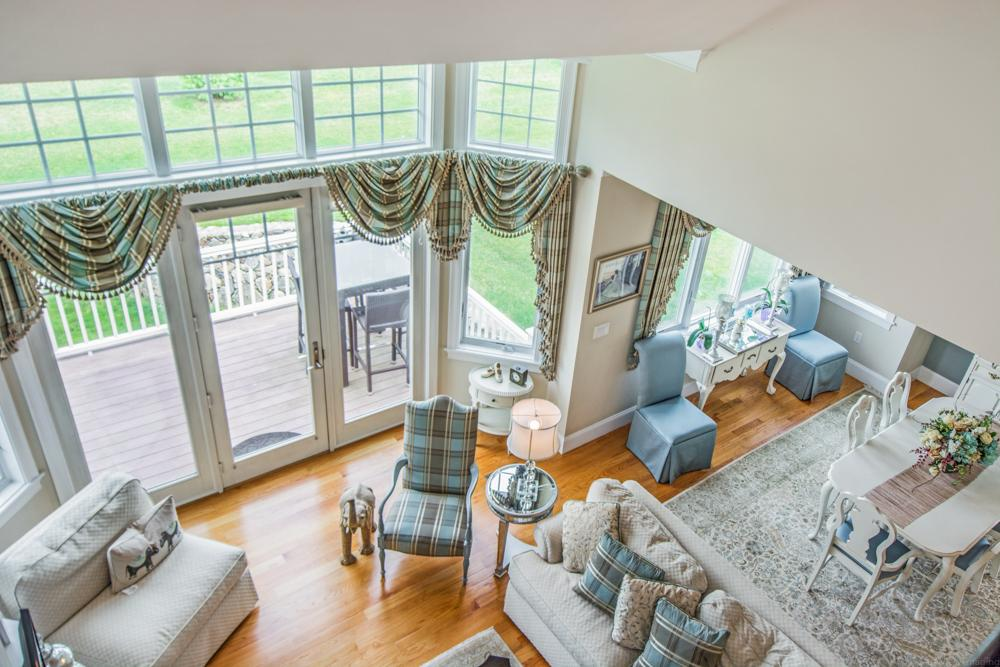 Mansions in gorgeous end unit Townhouse