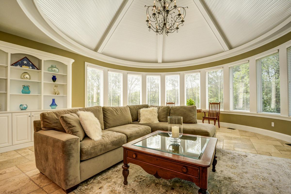 Luxury properties colonial home in Multi-acre estate setting