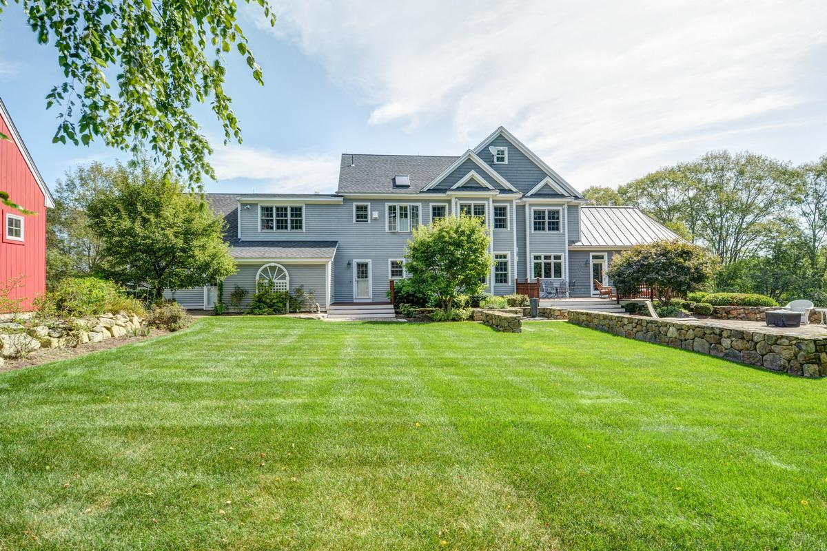 Luxury homes in colonial home in Multi-acre estate setting