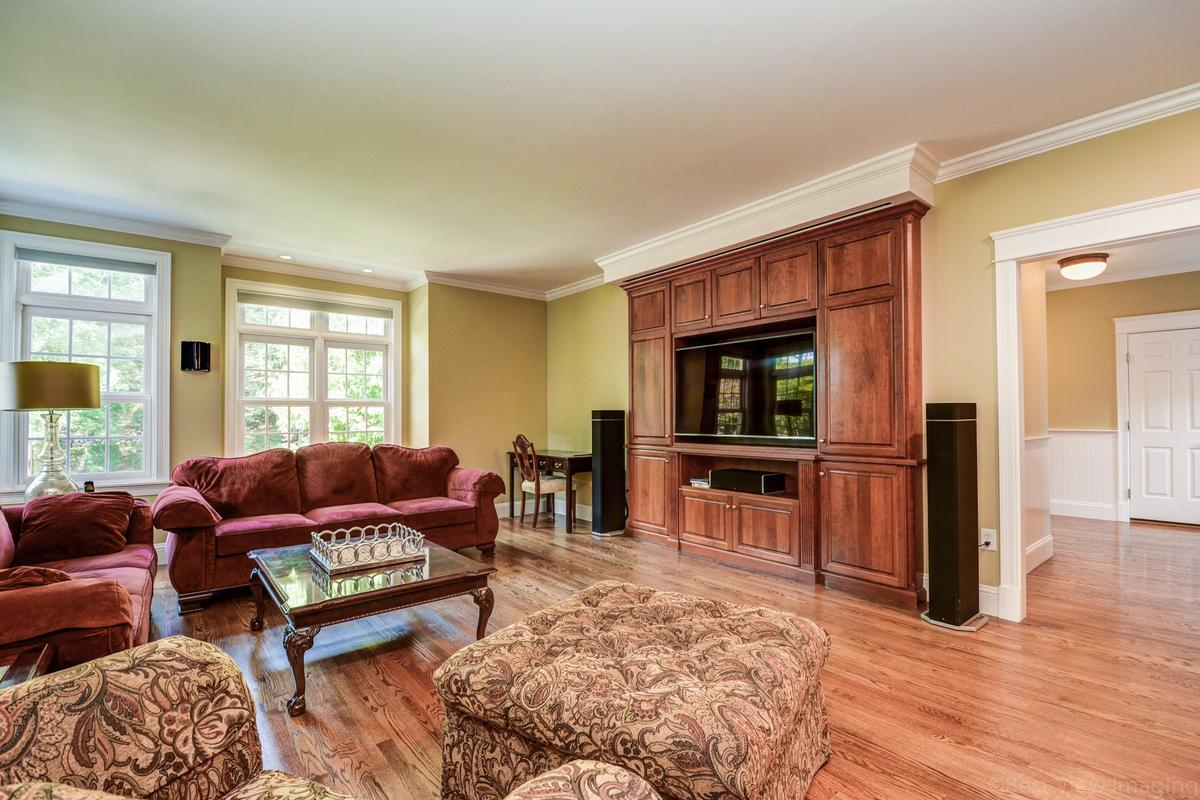 colonial home in Multi-acre estate setting luxury properties