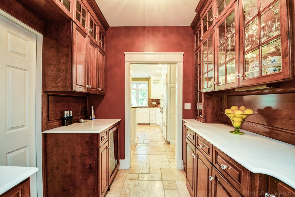Luxury real estate colonial home in Multi-acre estate setting