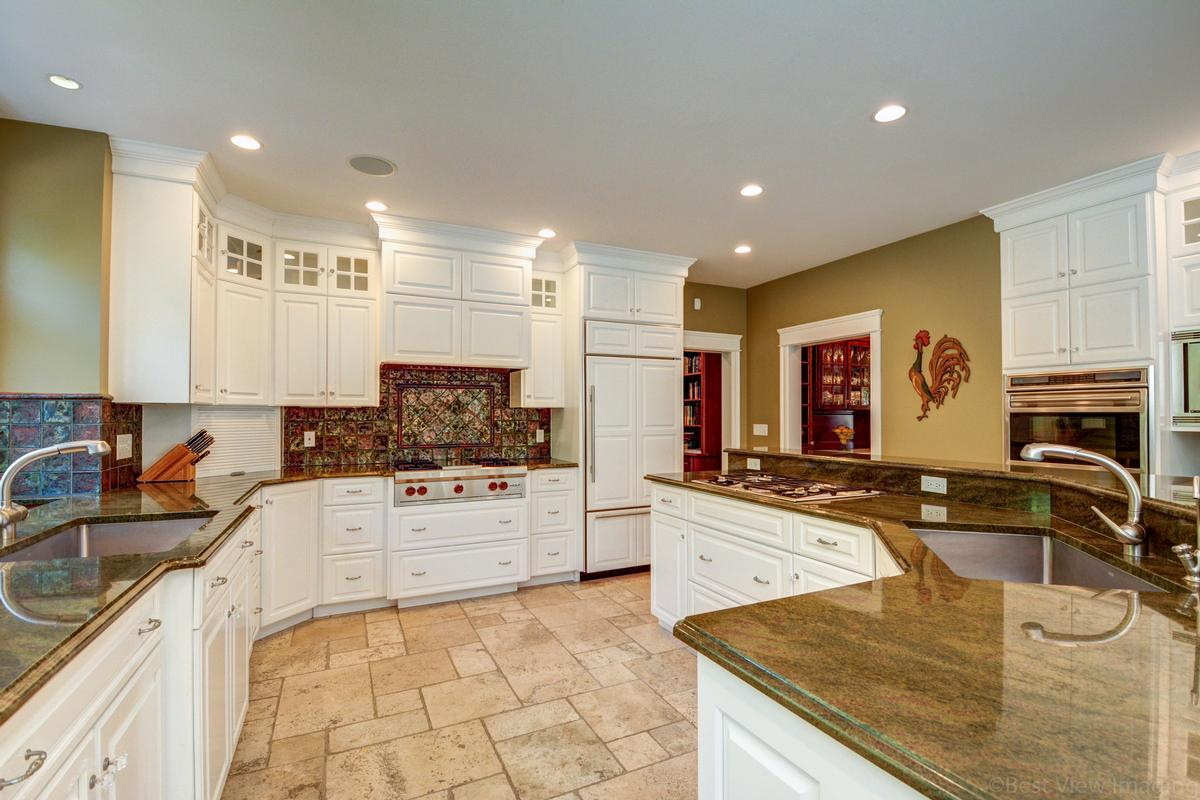 Luxury homes colonial home in Multi-acre estate setting