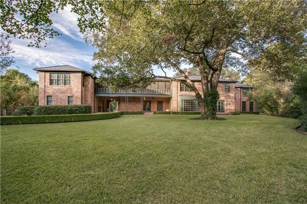 Mansions in coveted highland park property