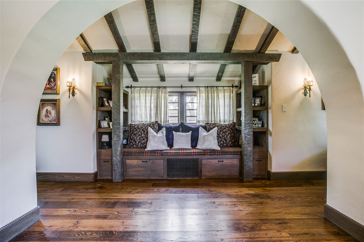 Mansions in One-of-a-kind Charles Dilbeck home