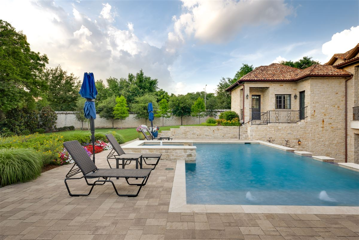 Tuscan villa in the Creeks of Preston Hollow luxury properties