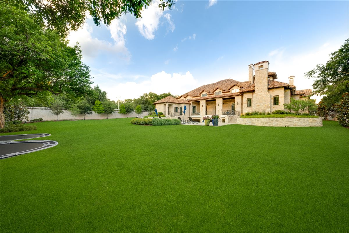 Mansions Tuscan villa in the Creeks of Preston Hollow