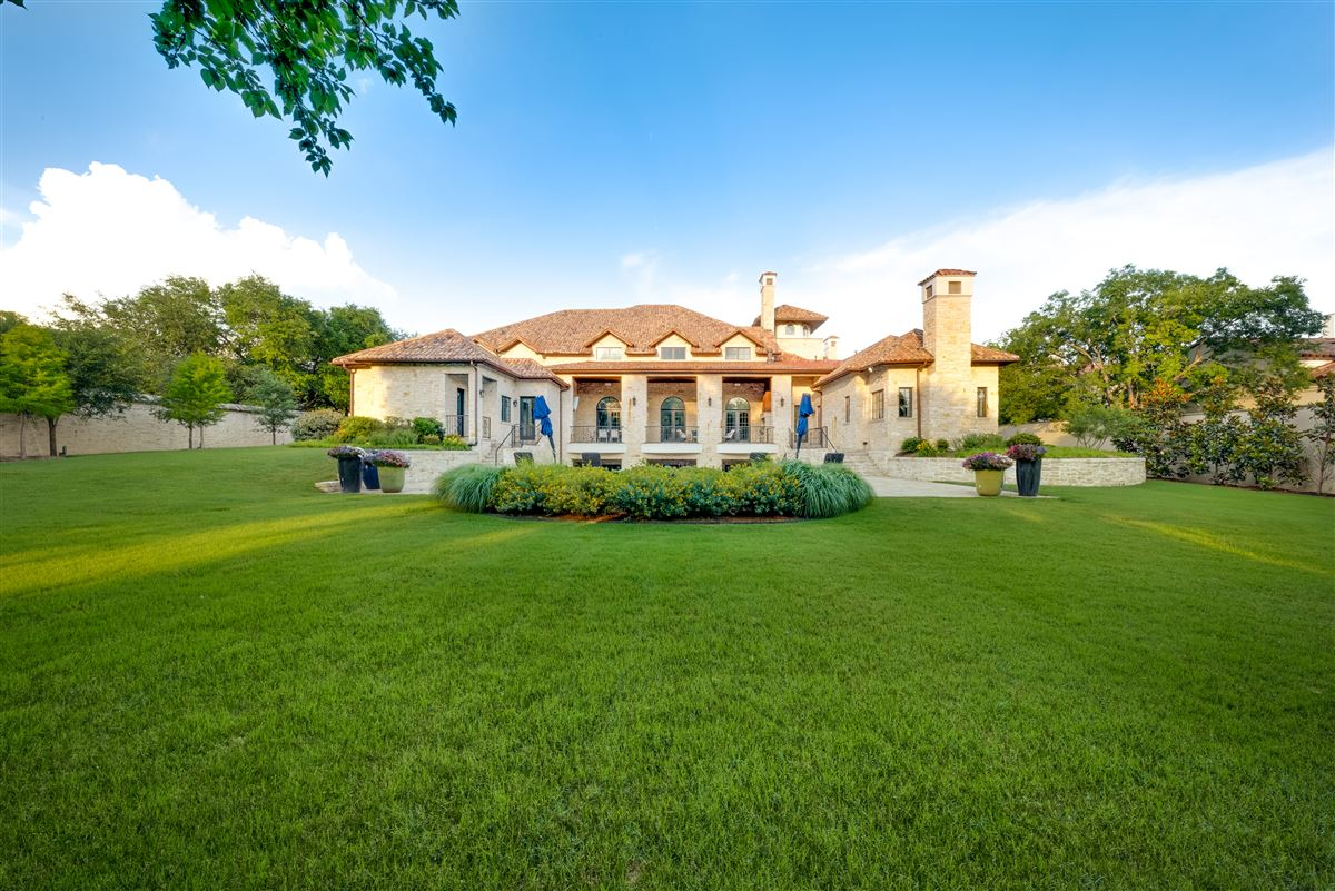 Tuscan villa in the Creeks of Preston Hollow mansions