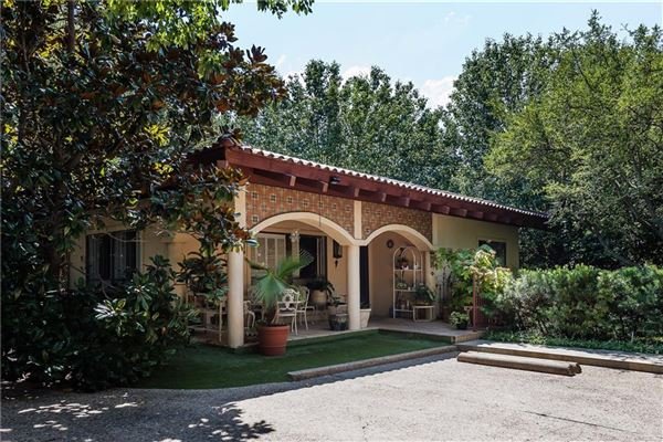 Mansions in A rare opportunity in Old Highland Park