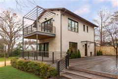 Luxury homes modern-day design in a splendid environment