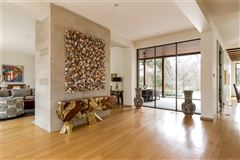 Mansions in modern-day design in a splendid environment