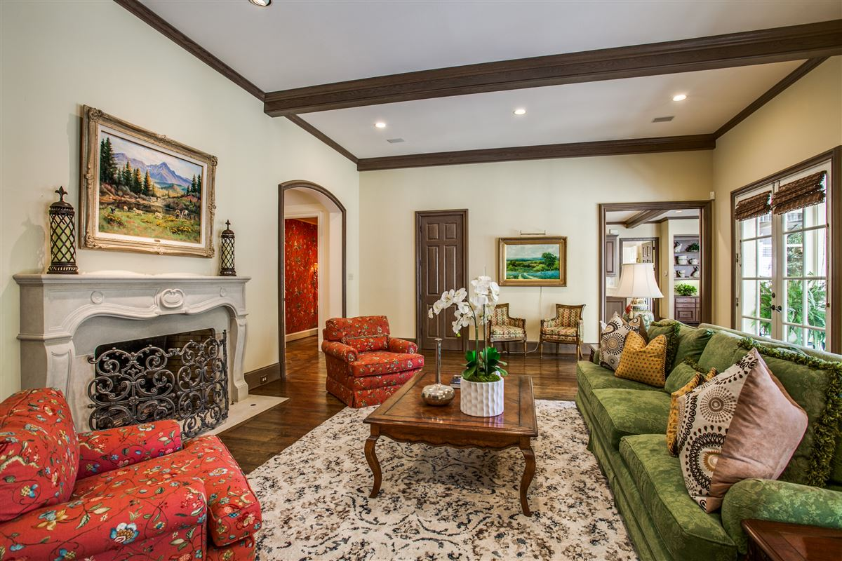 Luxury homes in custom home with a noteworthy provenance