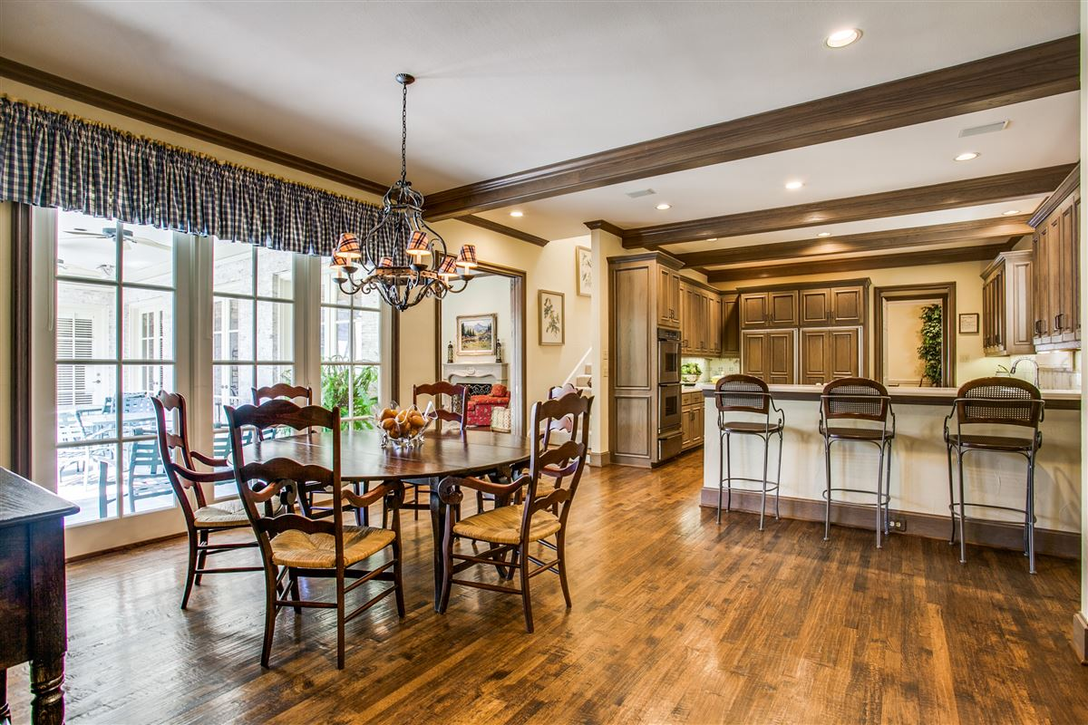 Luxury homes custom home with a noteworthy provenance