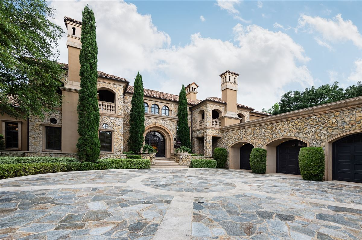 exquisite home in exclusive gated Los Arboles Community mansions
