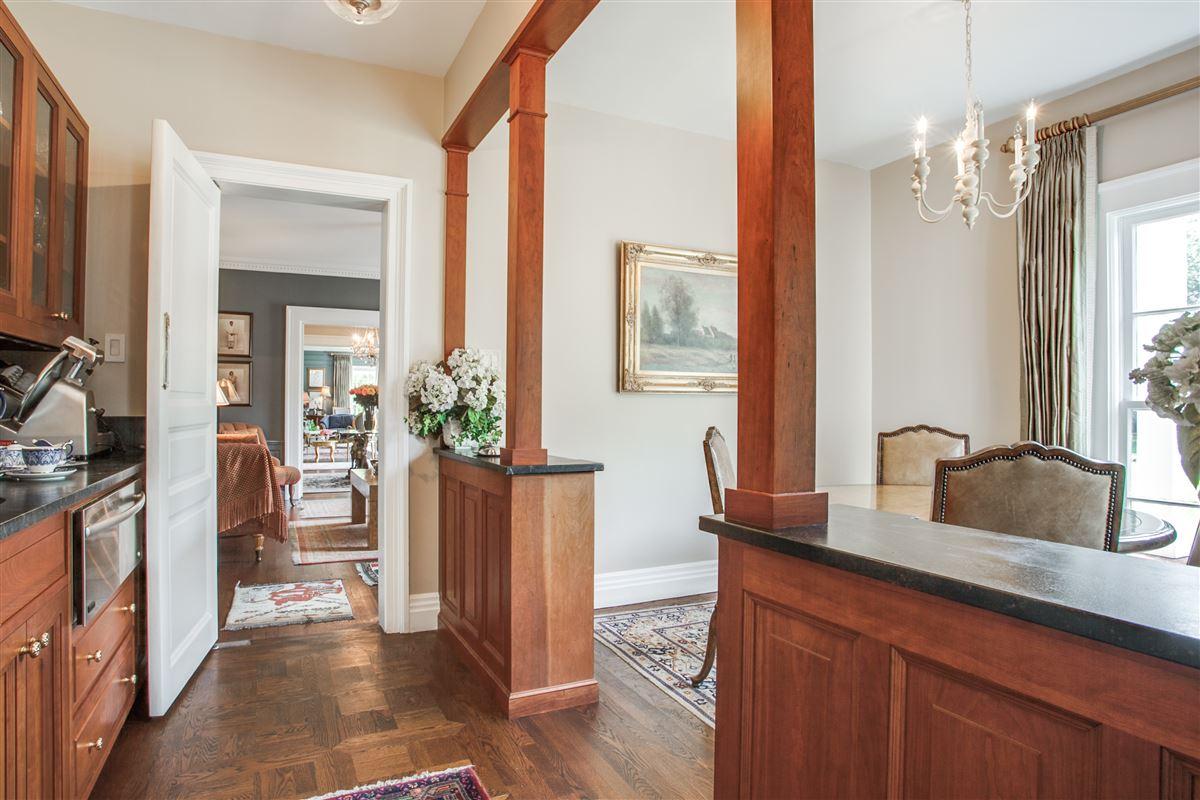 Luxury homes beautiful Georgian estate in Highland Park