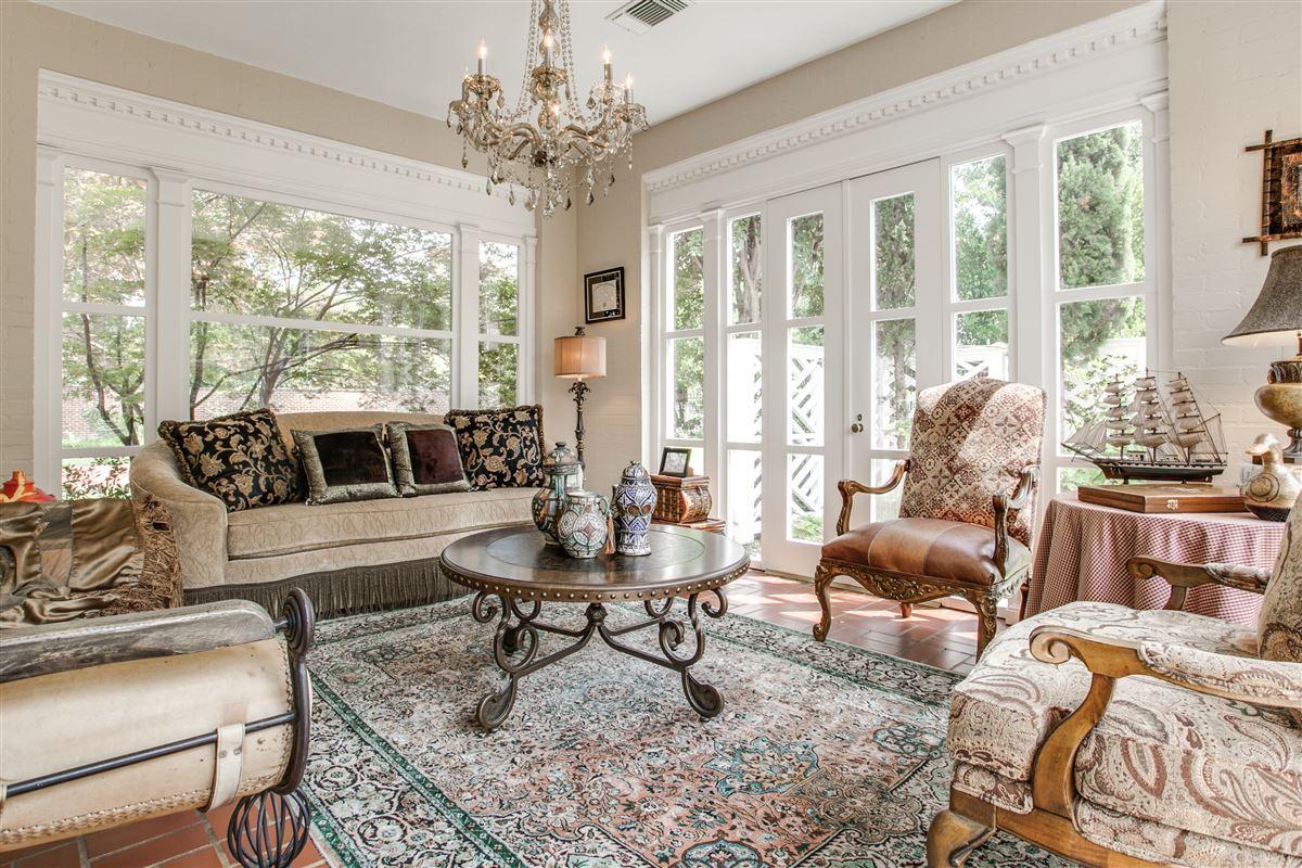 beautiful Georgian estate in Highland Park luxury real estate