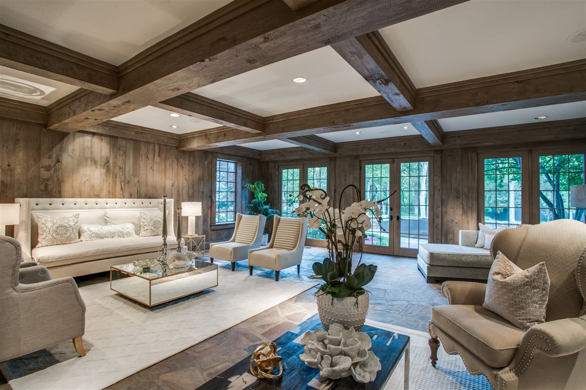 Luxury properties Grand Home in a Quiet Location in Preston Hollow