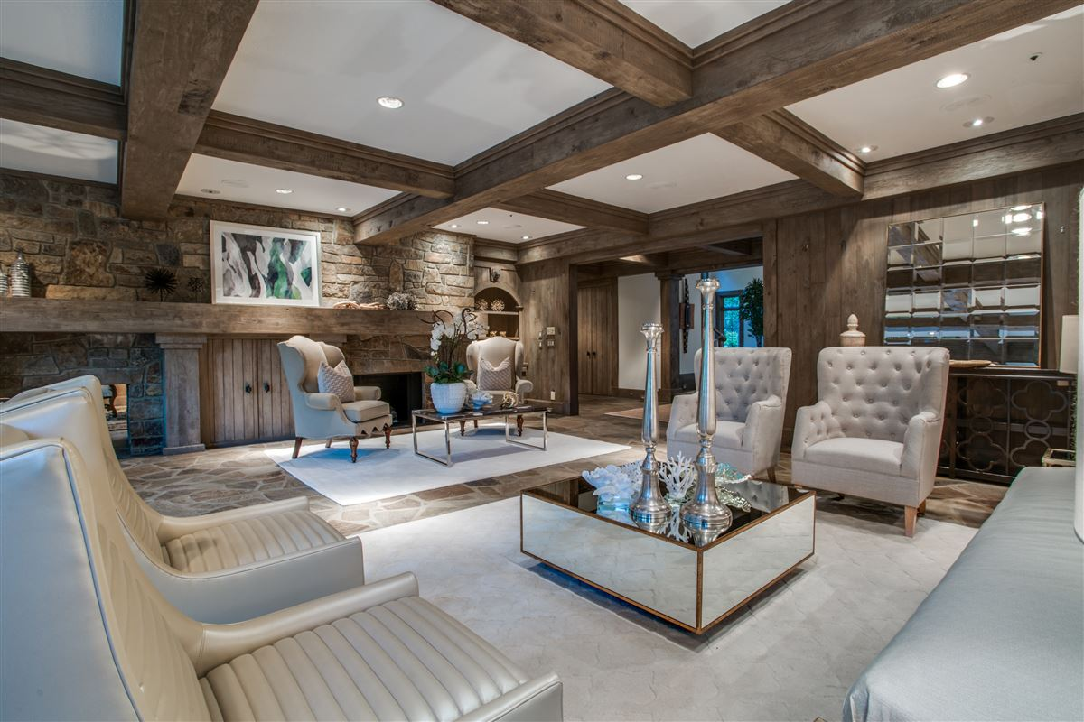 Grand Home in a Quiet Location in Preston Hollow luxury properties