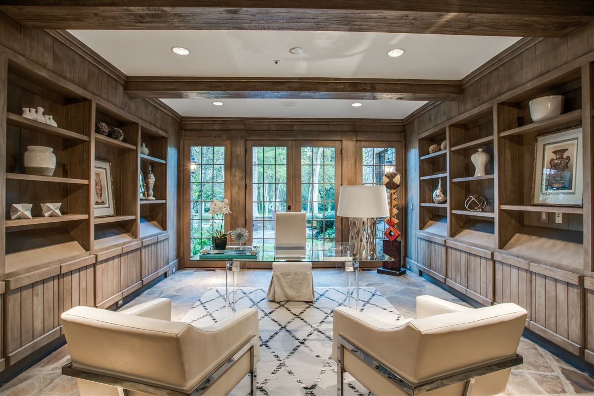 Mansions Grand Home in a Quiet Location in Preston Hollow