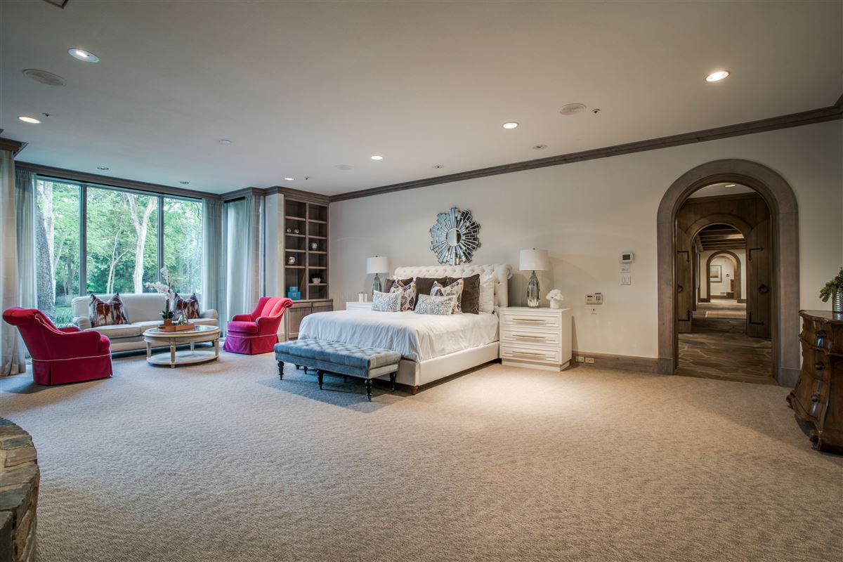 Luxury homes Grand Home in a Quiet Location in Preston Hollow