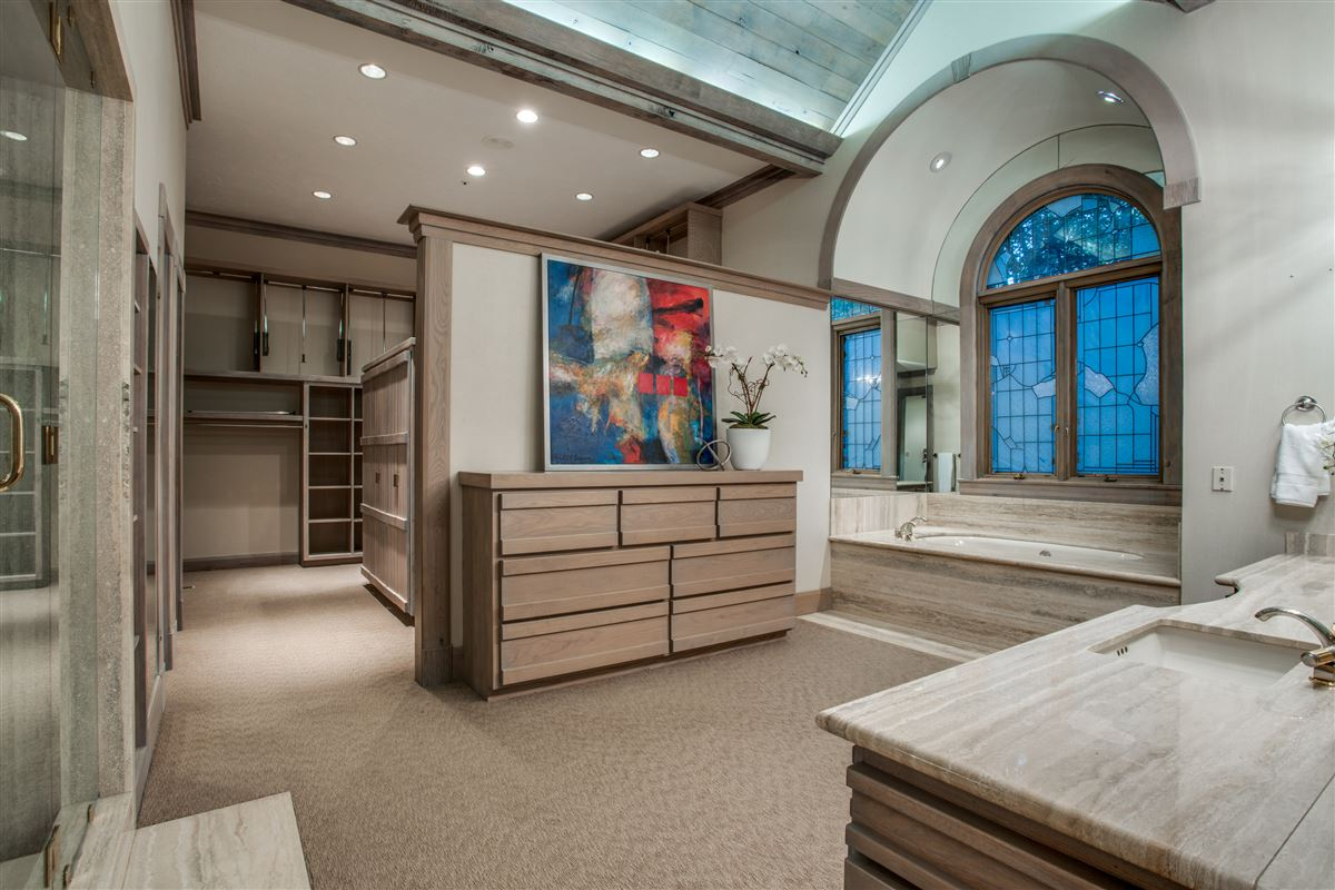 Grand Home in a Quiet Location in Preston Hollow luxury homes
