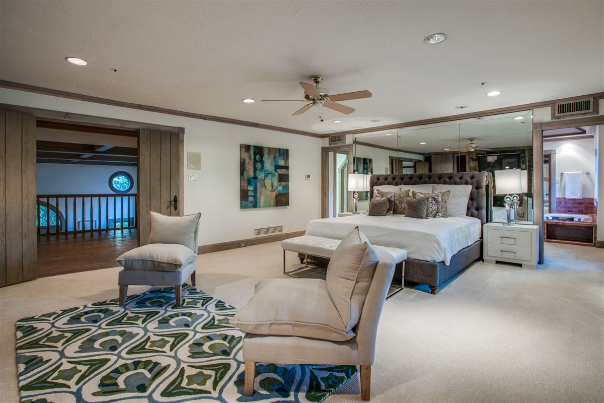 Luxury homes in Grand Home in a Quiet Location in Preston Hollow