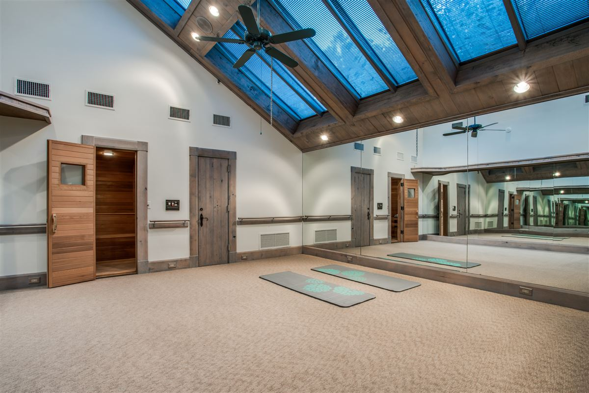 Mansions in Grand Home in a Quiet Location in Preston Hollow
