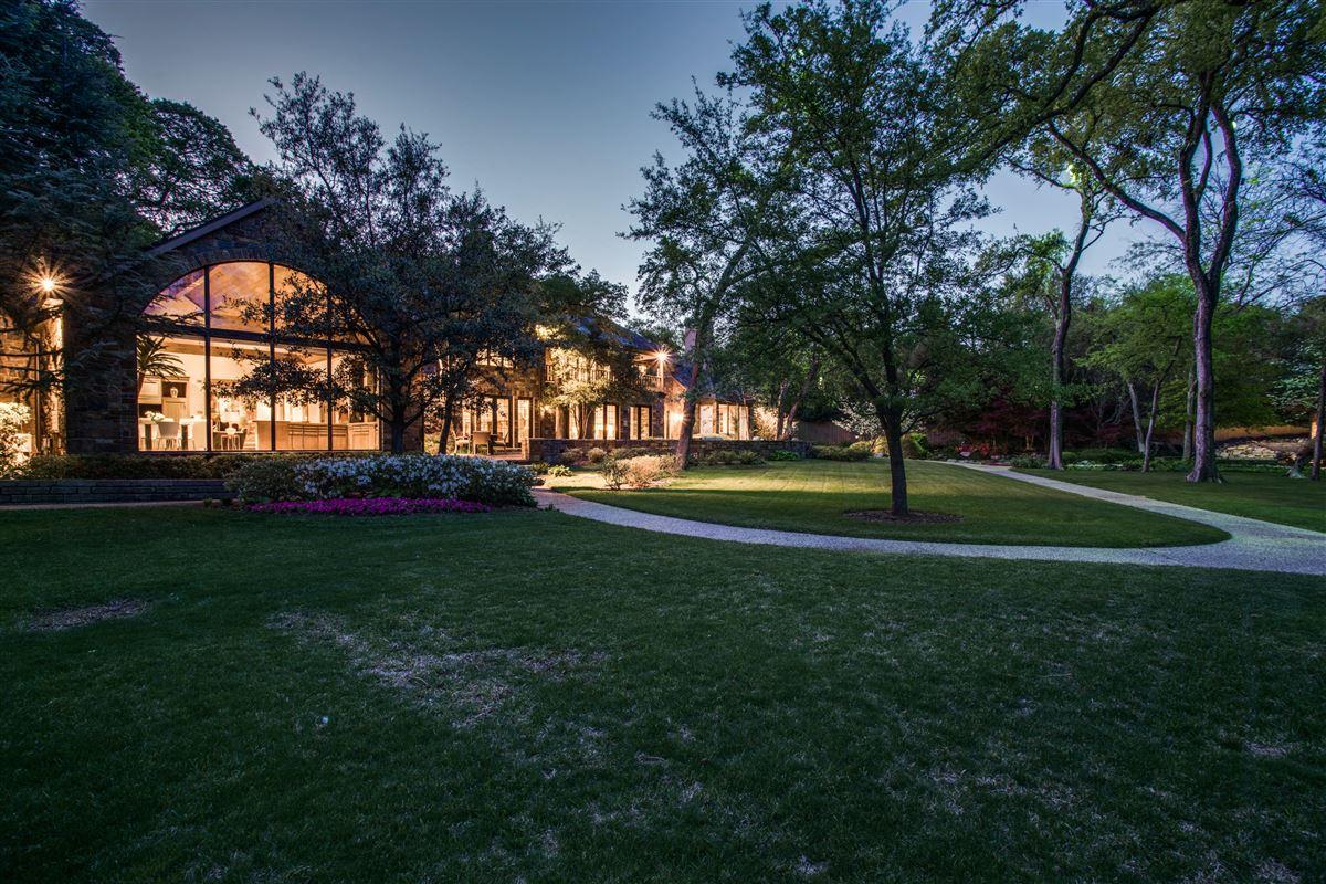 Luxury real estate Grand Home in a Quiet Location in Preston Hollow