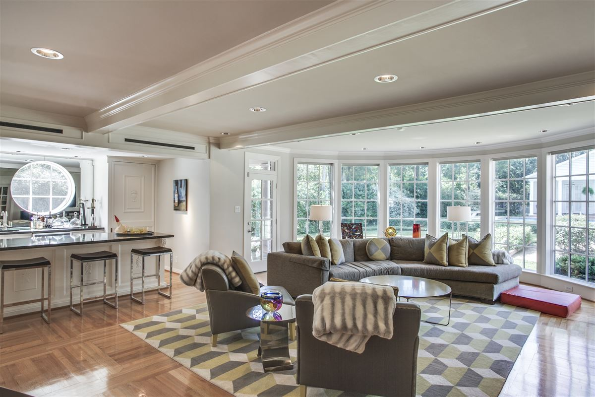 Immaculate Williamsburg home on quiet road luxury homes