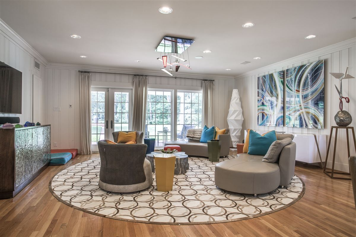 Immaculate Williamsburg home on quiet road mansions
