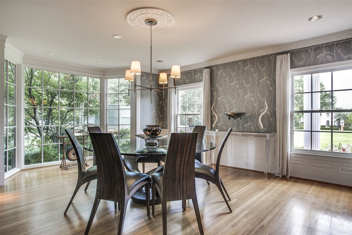 Mansions in Immaculate Williamsburg home on quiet road
