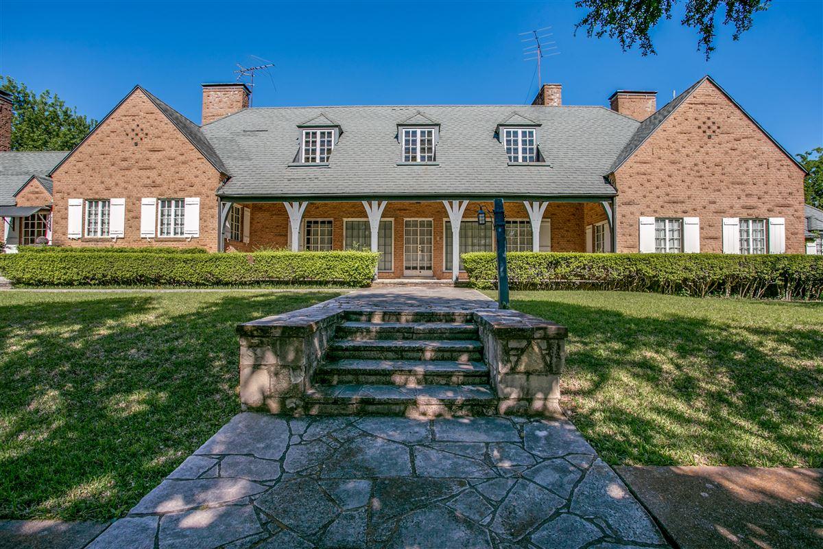 Impressive Home In Dallas