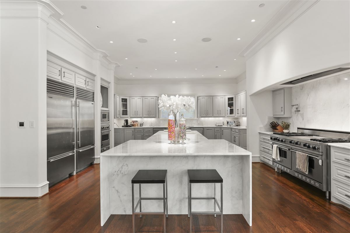 Luxury homes custom estate in coveted Bluffview
