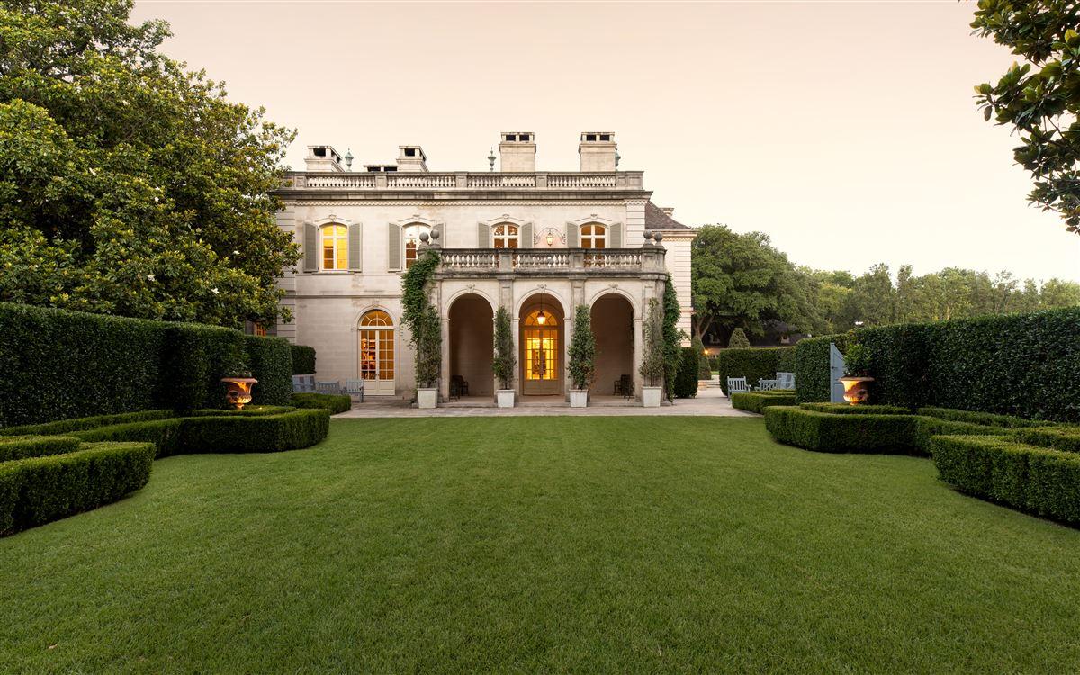 Crespi Estate mansions