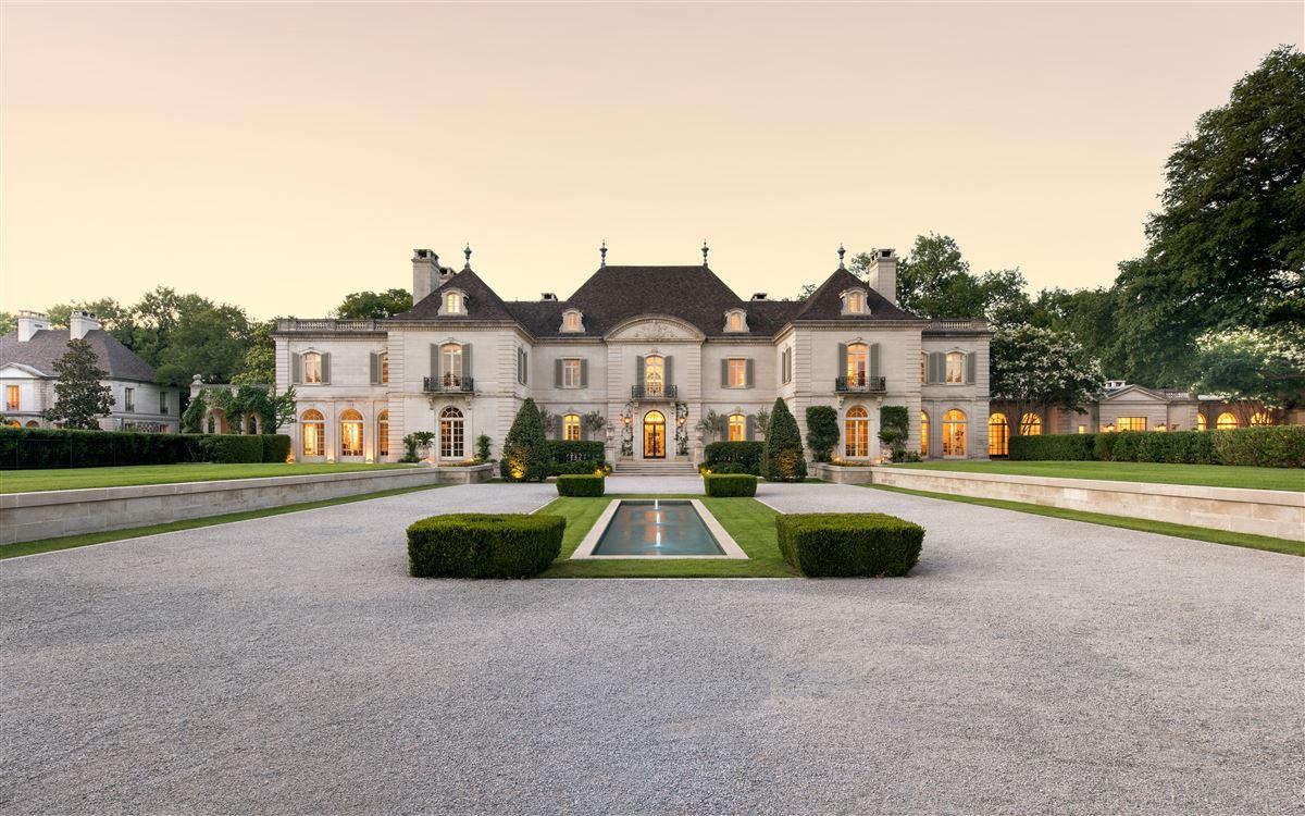 Mansions in Crespi Estate