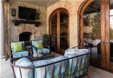 Mansions in an exquisite Mediterranean villa