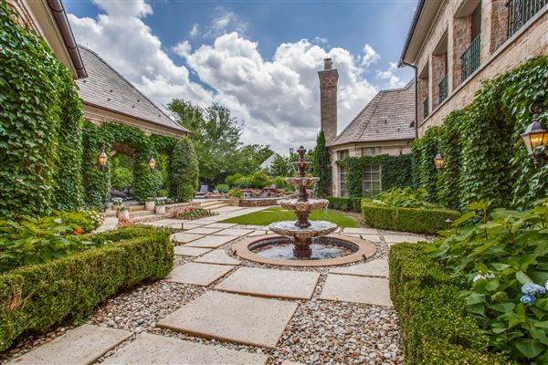 A great home for entertaining luxury real estate