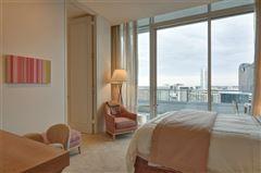 Luxury homes in striking 30th floor penthouse