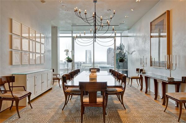 Mansions in striking 30th floor penthouse