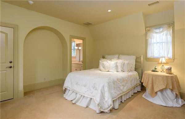 Stately Preston Hollow home luxury real estate