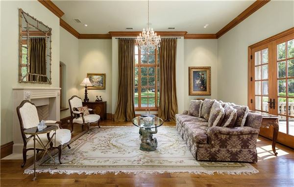 Mansions in Stately Preston Hollow home