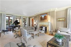 Luxury homes Neoclassical Estate on prestigious Beverly Drive