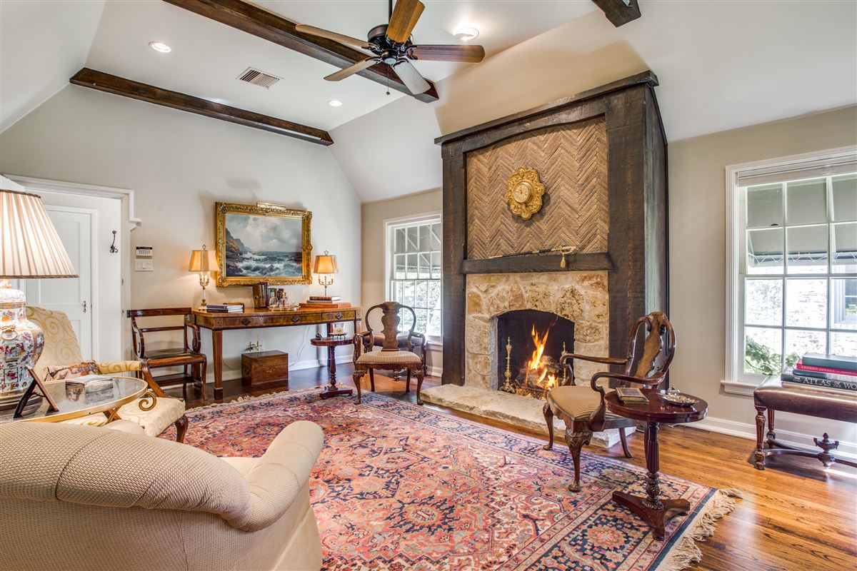Luxury homes Updated Classic Park Cities