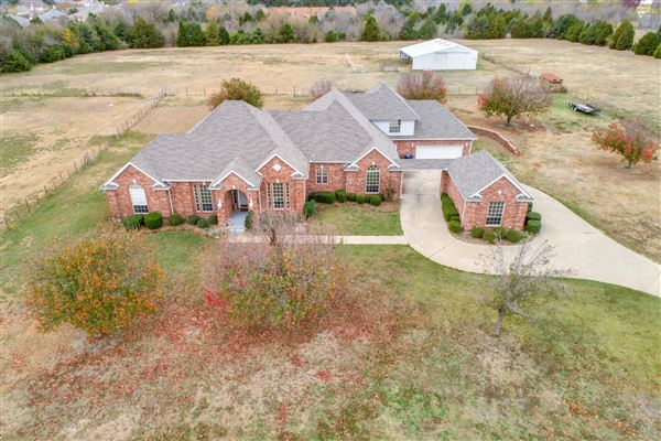 Luxury properties Fabulous private and scenic 12.5 acres