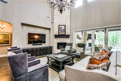 Luxury homes Sophisticated home in SOUTHLAKE