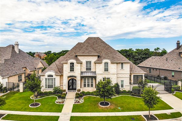 Luxury properties Sophisticated home in SOUTHLAKE
