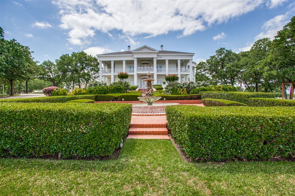 GORGEOUS MANSION INCLUDES A GAZEBO AND SWIMMING POOL | Texas ...