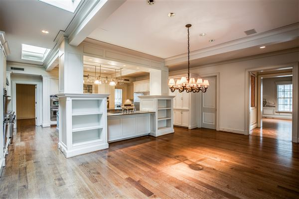 prominent estate with exquisite finishes luxury homes